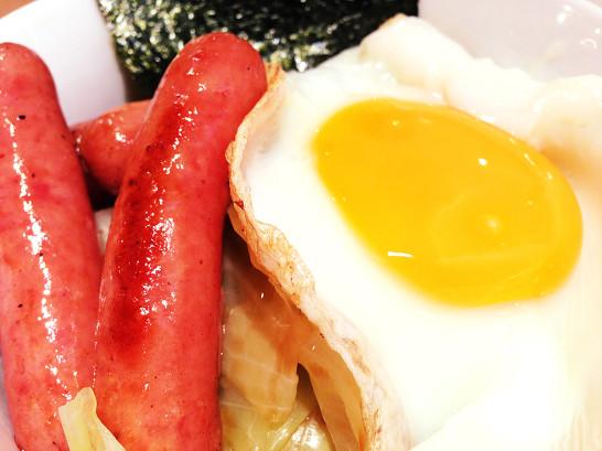ダンボー ソーセージ丼 よつばと レストラン